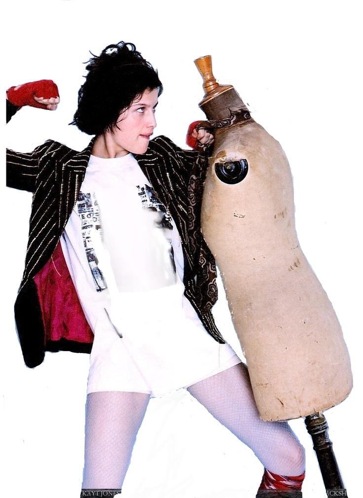 """VÁSQUEZ ROCCA, Adolfo, """"La moda en la posmodernidad. Deconstrucción del fenómeno """"fashion""""; http://www.ucm.es/info/nomadas/11/avrocca2.htm"""