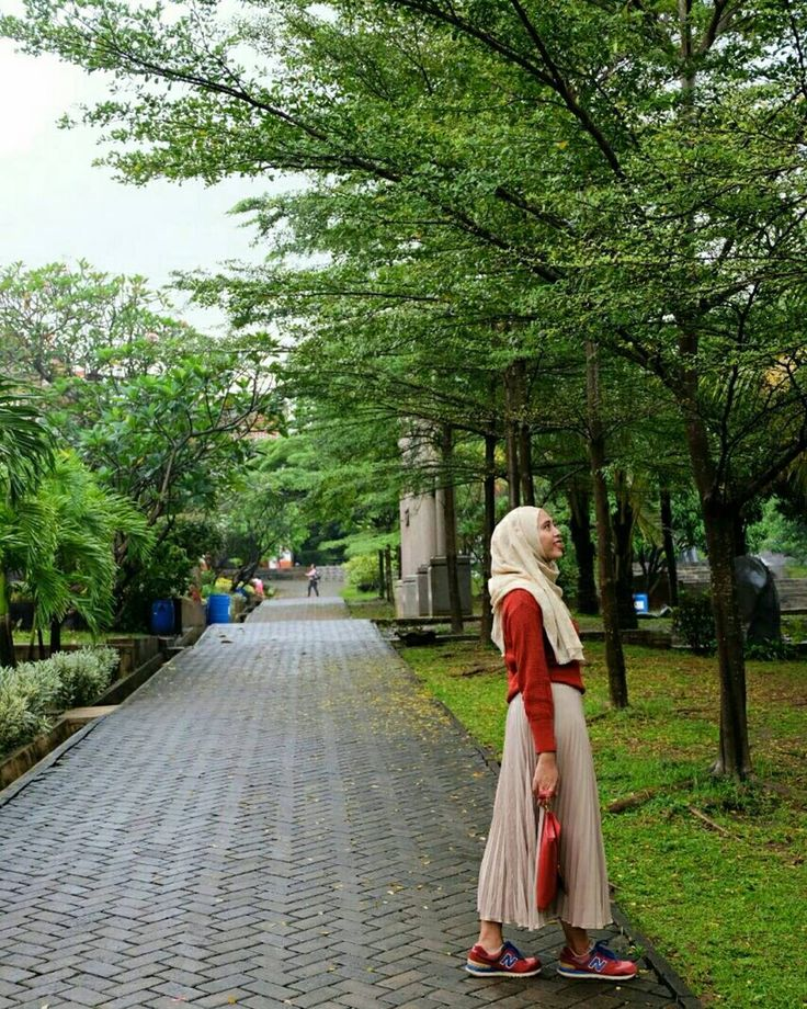 "24 Likes, 2 Comments - winggi ferdian (@winggiferdian) on Instagram: ""Autumn ?! ""   #ootd #hijab #natural"