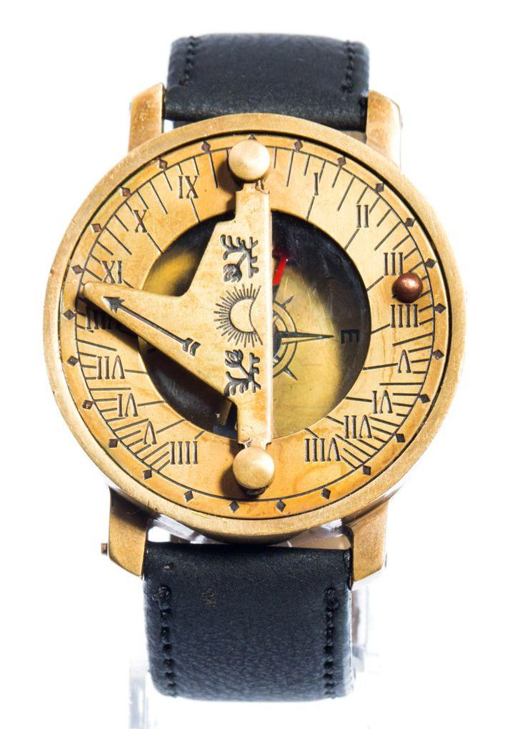 Remis en stock / Back in stock: Montre boussole bracelet en cuir noir à cadran solaire dore vintage steampunk  Prix: 27.90 #new #nouveau #japanattitude #watches #montres #medieval #steampunk #compas #marine #outil #vintage #boussole #cadran #solaire #mari