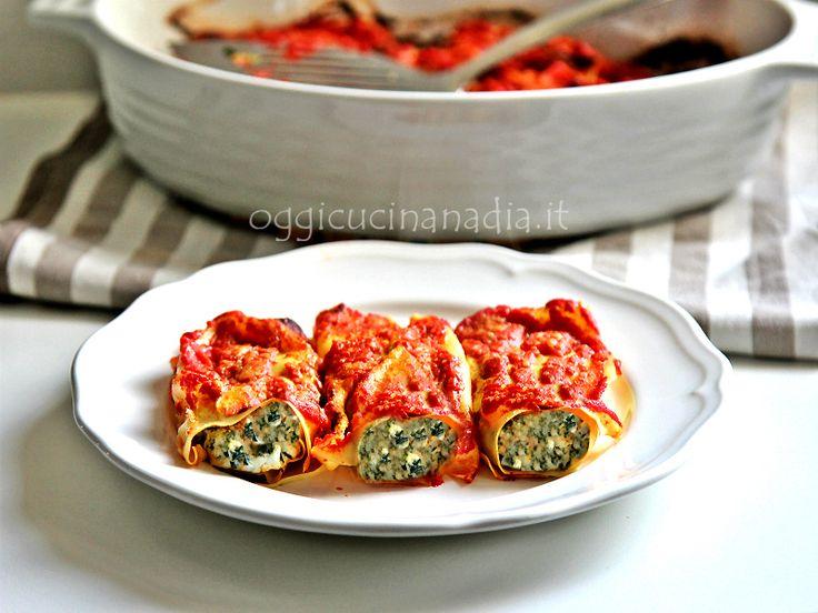 Cannelloni con ricotta e spinaci al sugo - ricetta senza besciamella per un primo piatto da preparare per il pranzo della domenica o nei giorni di festa