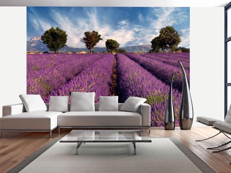 Champs de lavande, paysage campagnard et arbres verts - voici la Provence ensoleillée. Le papier peint inspiré du sud-est de la France est une vraie aubaine pour tous les amateur du style provençal  #papierpeint #papierspeints #Provence #champslavande #styleprovençal #biamgo