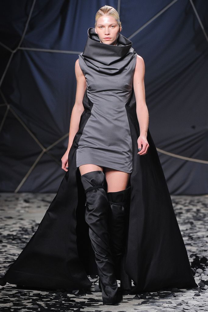 Gareth Pugh Fall 2012 Ready-to-Wear - Collection - Gallery - Look 33 - Style.com