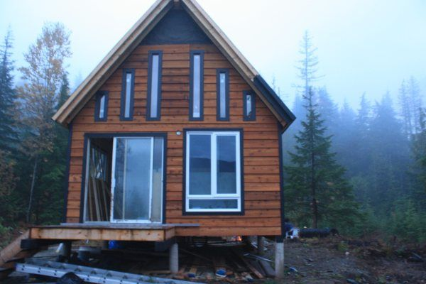 how to build a solar powered off grid cabin