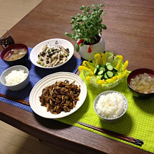 海苔炒めって、海苔の香りがメッチャ良い感じ!蓮根もシャキシャキして美味しっ! (^∇^) - 35件のもぐもぐ - 牛肉と舞茸のオイスターソース炒め、イカと蓮根の海苔炒め、パプリカサラダ、キャベツの中華スープ、ご飯 by pentarou