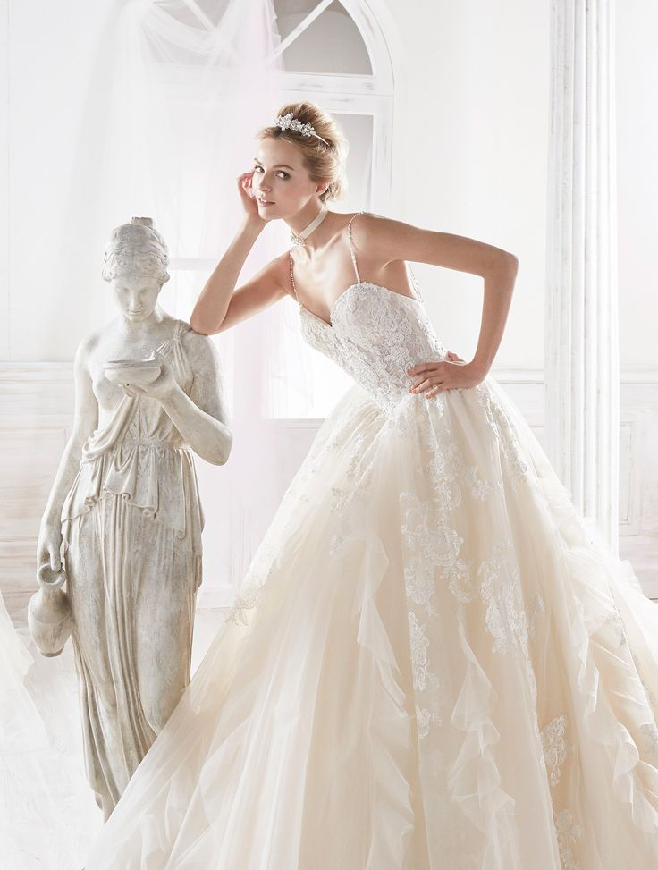 Majestic and outstanding princely gown in tulle, embellished with beautiful rebrode beaded lace.