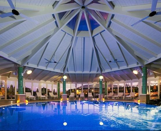 piscina con azulejos turquesa Art Antic. Hotel H10 Fuerteventura