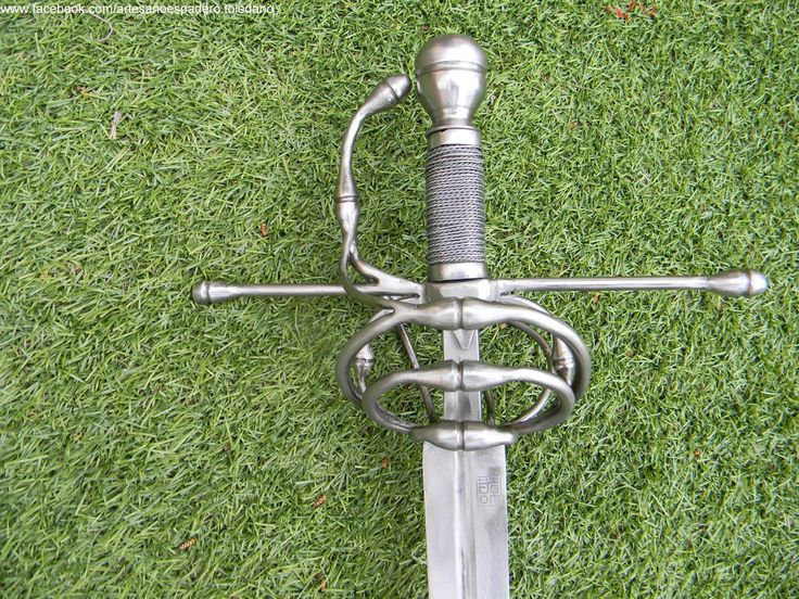 Ropera militar del S. XVI, de tres lazos con bulbos.