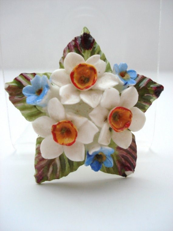 Lovely and Colorful Vintage Porcelain English Floral Brooch