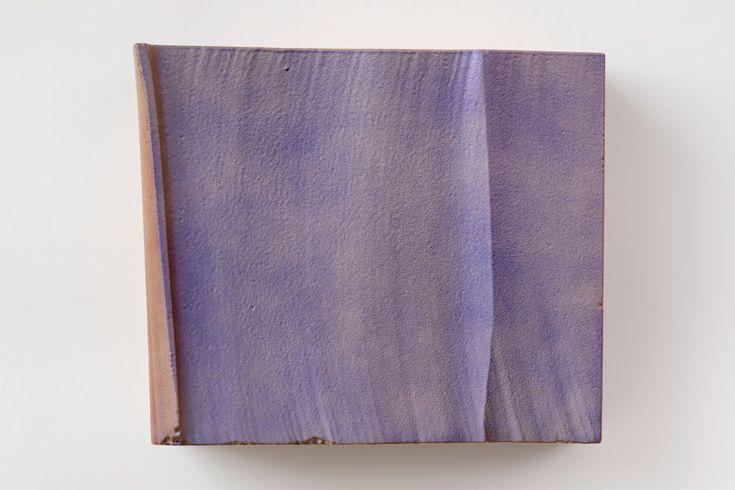 <p>Το έργο του Piero Giolia, αποτελείται από δράσεις, γλυπτά και εγκαταστάσεις, που συχνά χαρακτηρίζονται σαν ακραία ή ακόμα και ποιητικά. Με μια ιδιαίτερη αγάπη για την αναστάτωση, ο καλλιτέχνης ωθεί τις καθημερινές χειρονομίες στα όρια τους, προκειμένου να ρίξει μια ειρωνική ματιά στην σύγχρονη κοινωνία. Μερικά από τα έργα του …</p>