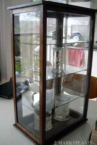 Antiek glazen vitrinekastje voor collectie naturalia