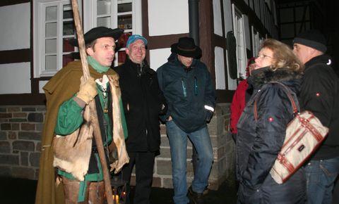 Nachtwächter Johann durch historische Gassen folgen und dabei spannenden und auch amüsanten Geschichten aus Hilchenbachs bewegter Historie lauschen.