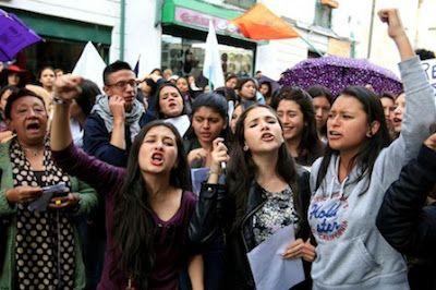 Aumenta la violencia de pareja en Colombia y las víctimas reclaman justicia. De enero a septiembre de este año se han registrado 38.107 casos. Las autoridades advierten un crecimiento en más de 8.000 denuncias. Sally Palomino   El País, 2016-10-19 http://internacional.elpais.com/internacional/2016/10/19/colombia/1476891277_126356.html