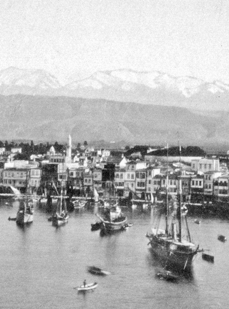 Χανιά. Ιστιοφόρα αραγμένα μπροστά στο ´Κολόμπο´ κάποιο χειμώνα του 1870-75. Φωτογραφικό Αρχείο Μανώλη Μανούσακα από την έκθεση: ´ΧΑΝΙΑ-ΒΕΝΕΤΙΑ χθες και σήμερα´