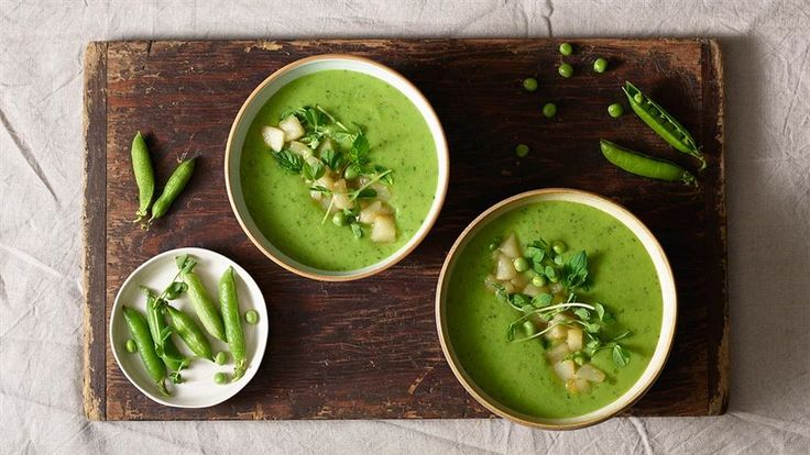 Zupy również mogą smakować wyjątkowo. Spróbuj zupy z groszku z dodatkiem mięty i prażonej gruszki. Przepis na zupę krem znajdziesz w Kuchni Lidla.