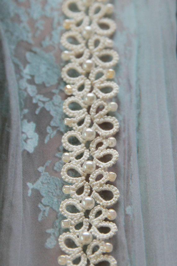 Tatting lace bracelet pdf pattern Butterfly Garden par TheKimAndI