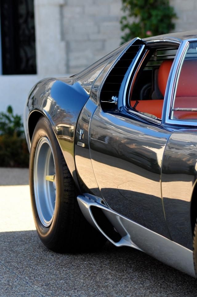 Visit The MACHINE Shop Café... ❤ The Best of Lamborghini... ❤ (1971 Lamborghini Miura SV)