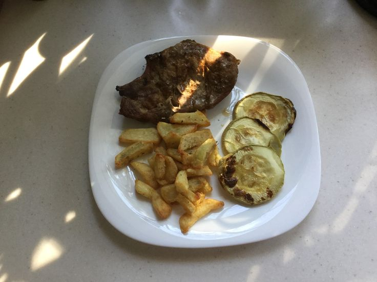 Μπριζόλα με πατάτες σαν τηγανιτές και κολοκύθι (3 μονάδες) | Diaitamonadwn.gr
