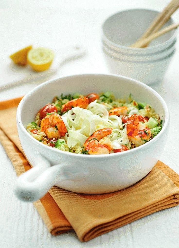 Bereiden: Maak de bulgur of couscous klaar volgens de aanwijzingen op de verpakking. Snijd de venkel in dunne plakjes met een mandoline of dunschiller. Meng de venkel in een kom met een scheutje olijfolie en de chardonnay-azijn. Kruid met peper en zout en laat marineren. Maak de scampi's schoon.