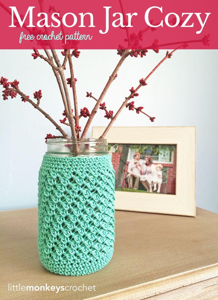 Mason Jar Cozy  |  Free Crochet Pattern by Little Monkeys Crochet (lwww.littlemonkeyscrochet.com)