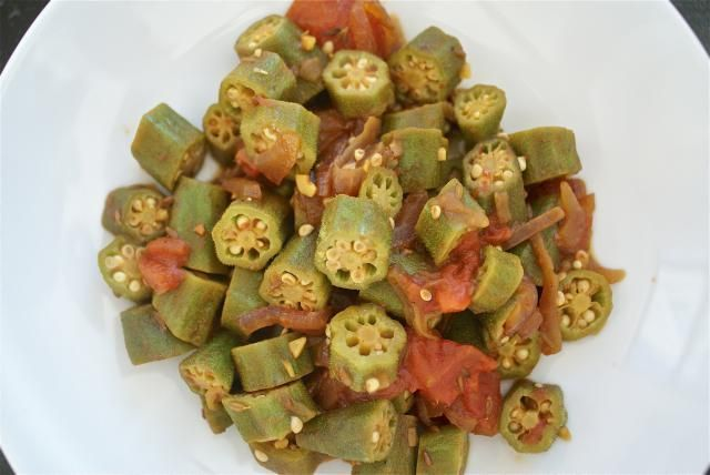 30-Minute Spicy Okra and Tomatoes with Just the Right Seasonings: Spicy Okra Tomatoes