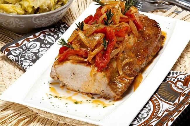 Lombo de porco com migas de couve lombarda | Receitas Para Todos os Gostos