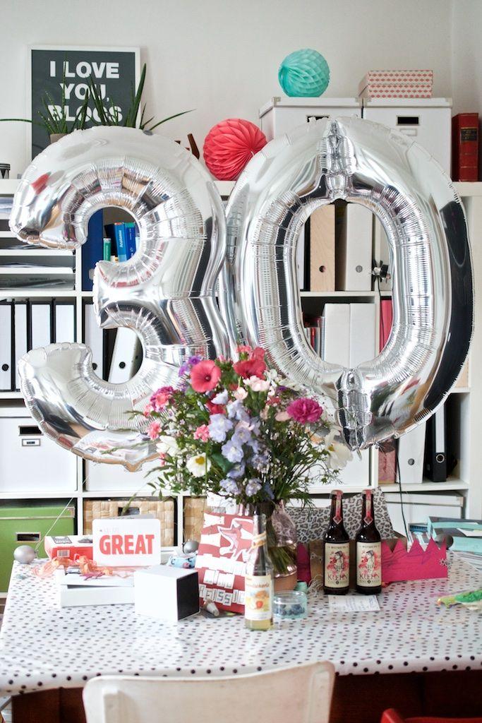 Und Plotzlich Ist Man 30 Geburtstagstisch Geburtstag Kuchen Und