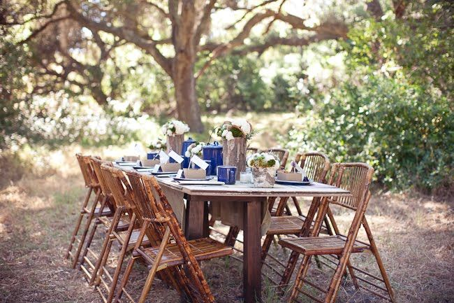 I love this. Rustic, clean, fresh. Makes me wish I had a spot like this in my backyard!