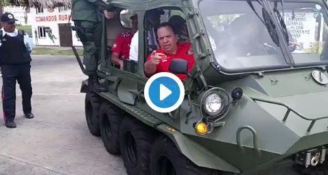 Candidato del régimen en Aragua hace campaña en vehículos de las FAN
