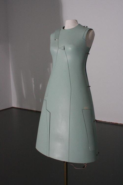 Hussein Chalayan, Remote Control Dress