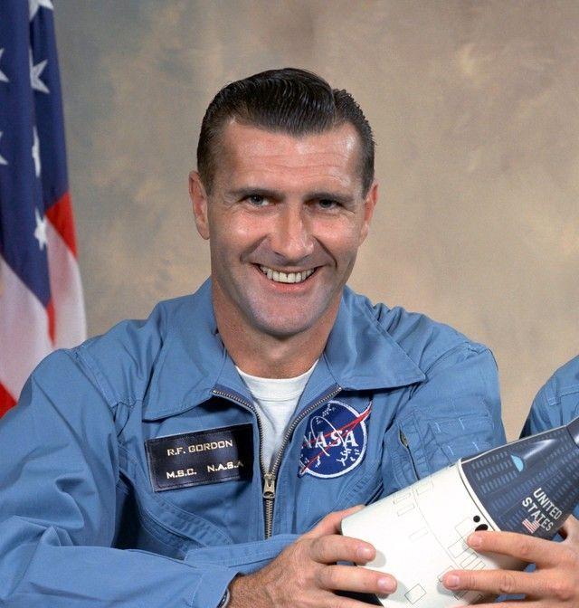 Morreu nesta segunda-feira, 6 de novembro de 2017, o astronauta Dick Gordon, de acordo a agência espacial americana (Nasa). O comandante tinha 88 anos e se destacou pelo comando da missão Apollo 12, a segunda a pisar na Lua.        (Foto  NASA).