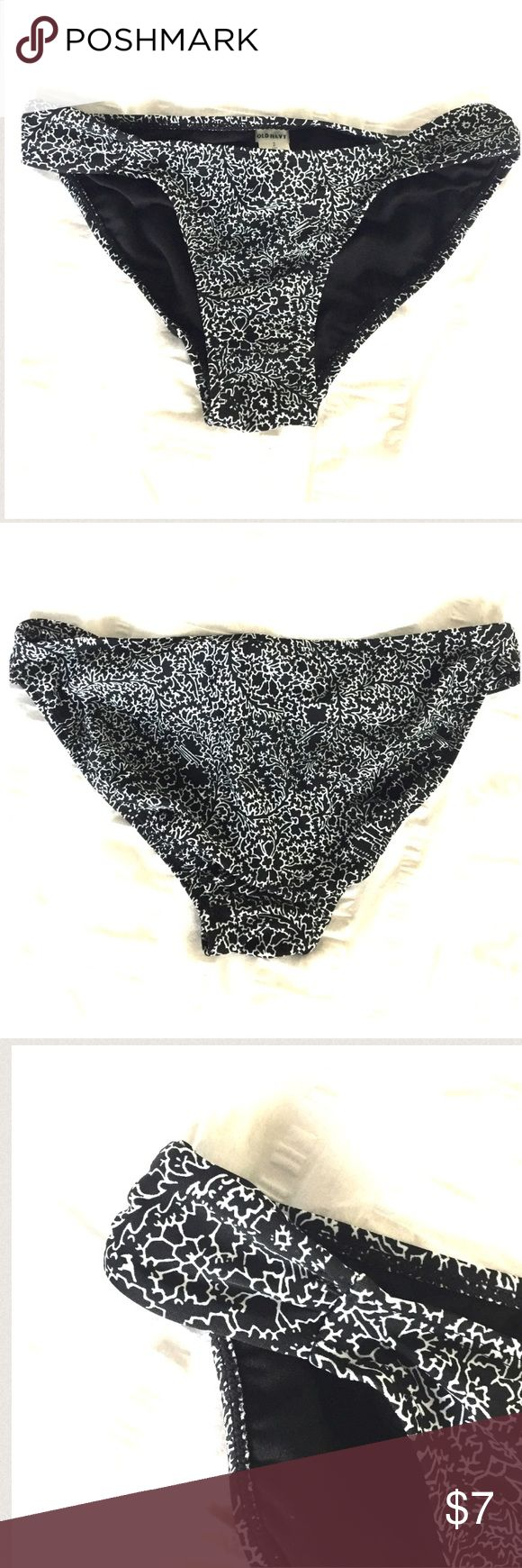 Black and white bikini bottoms Black and white bikini bottoms. Size small. Brand new with tags. Has ruched sides. Super cute! Old Navy Swim Bikinis