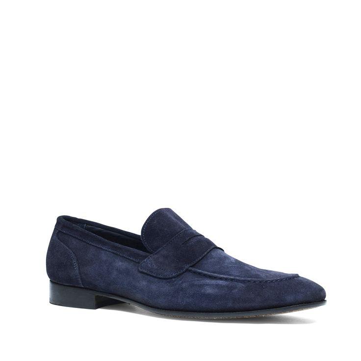 Blauwe loafers suède  Description: Blauwe loafers van het merk Manfield. De loafer heeft een binnenzijde van leer en een buitenzijde van suède waardoor de instappers erg comfortabel aan de voeten zitten. Wat de loafers zo geliefd maakt is de eenvoudig instap. U trekt de schoenen binnen no-time aan en weer uit. Combineer de loafers onder een lichte pantalon voor een stijlvolle look. De maat valt normaal.  Price: 129.99  Meer informatie  #manfield
