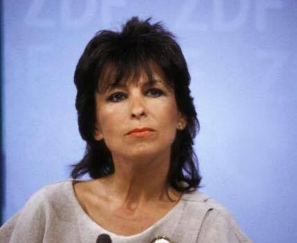 """Ehemalige Fernsehmoderatorin Ulrike von Möllendorff ist tot  Sie begrüßte die Fernsehzuschauer abends zu den """"heute""""-Nachrichten. In Berlin kennt man sie auch aus der """"Abendschau"""" die sie jahrelang moderierte. Ulrike von Möllendorff ist nun im Alter von 78 Jahren gestorben.   Die frühere Fernsehmoderatorin Ulrike von Möllendorff ist tot. Das bestätigte ihre Familie. Die gebürtige Berlinerin wurde Anfang der 70er Jahre einem breiten Fernsehpublikum bekannt als sie beim ZDF die Moderation der…"""