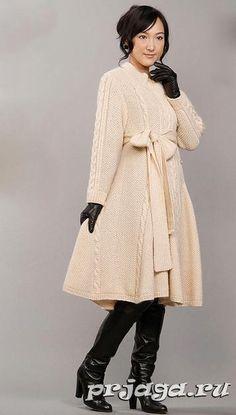 Расклешенное пальто спицами
