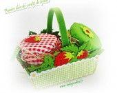 Panier duo de confit de fraises cadeau naissance body bébé par Babys-Cakes