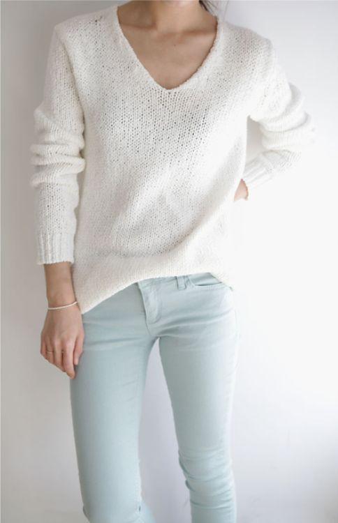 Light blue jeans with cozy sweater for early spring
