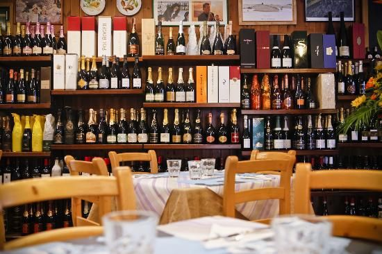 **Enoiteca Pomo d'Oro (taste regional wines, small dishes, store with fresh products, special wine events and classes) - Romano d'Ezzelino, VI