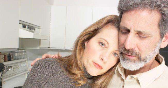 Existen muchos factores que pueden hacer que el impulso sexual o la libido disminuya a la mitad de la vida, pero la testosterona podría jugar un papel importante en este problema sexual.
