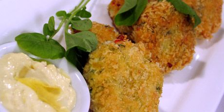 Crispy Crab Cakes with Mustard Artichoke Aioli