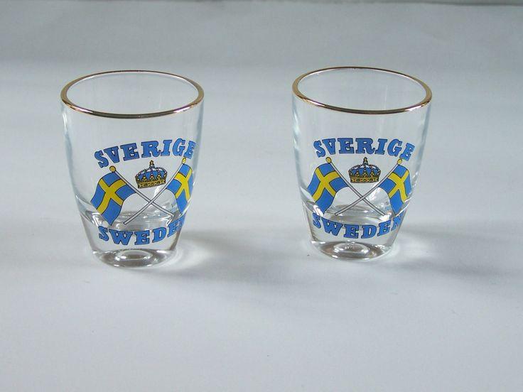 Ensemble de 2 verres à liqueur suédois drapeau de la Suède bordure doreée vintage verres à digestif verres à alcool de la boutique MyFrenchIdeedAntique sur Etsy
