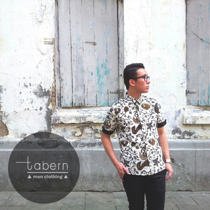 Type: Charlie Size: M, L, XL  #batik #slim #men #pria #casual #baju #outfit #kemeja #kemejapria #atasan #batikpria #batikslim #batikfashion #fashion #top #jual #menstop #indie #limited #tidy #nerd #looks #young #style #stylish #gaya #muda  visit instagram: @tabern_clothing