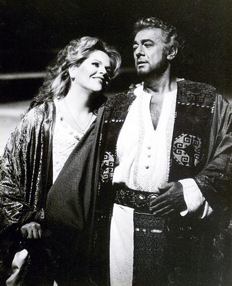 Plácido Domingo as Otello & Renée Fleming as Desdemona in Otello