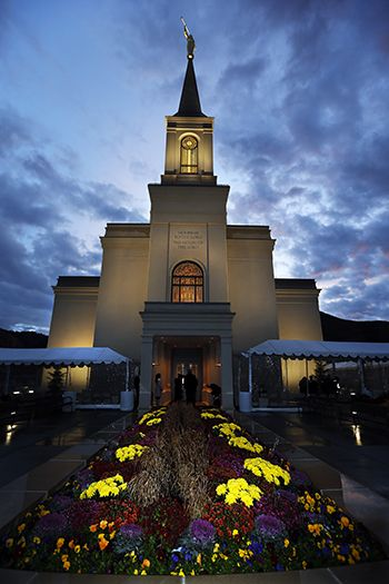 "Elder Bednar Dedicates Wyoming Temple in the ""Star of All Valleys"" - Church News and Events"