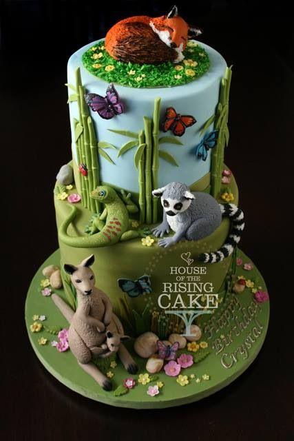 Fox, lemur, kangaroo and lizard cake.
