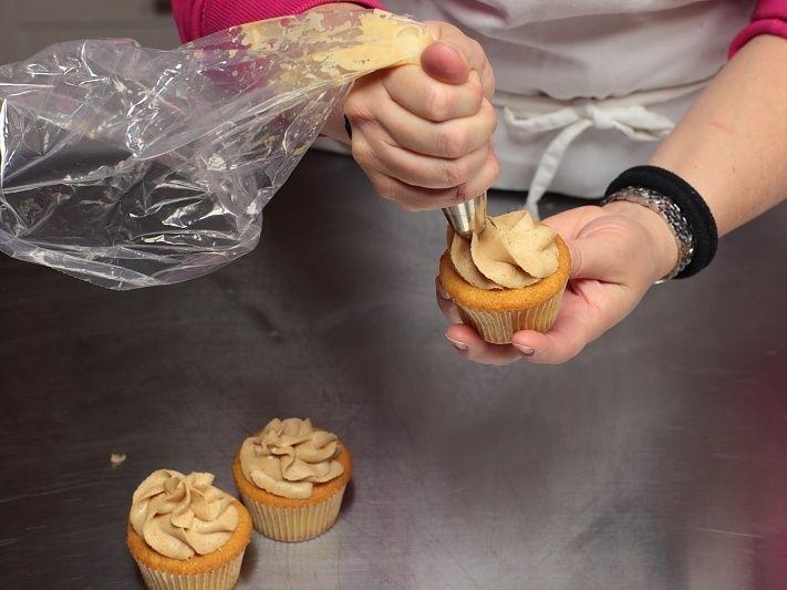 Immagini: Cupcakes gialli con crema al burro d'arachidi: Ricette Dolci | Cookaround