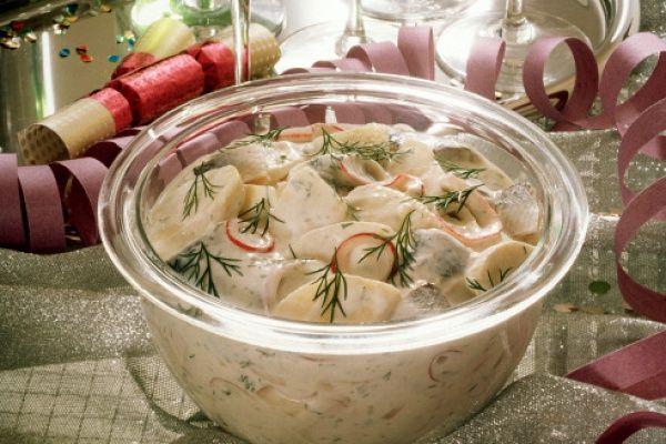 Картофельный салат с редисом и укропом