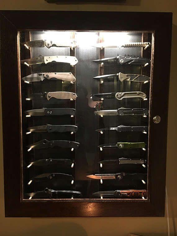 Как разместить коллекцию ножей на стене фото