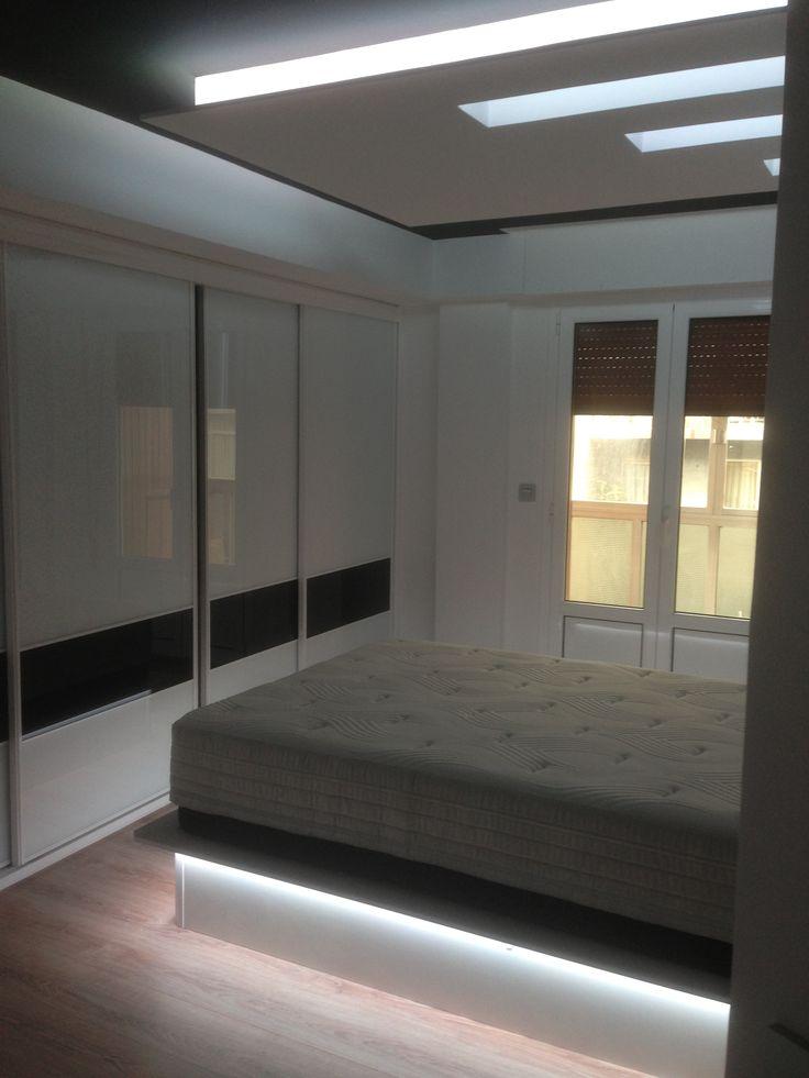 canap y foseado de dormitorio iluminados con tira de leds rgb