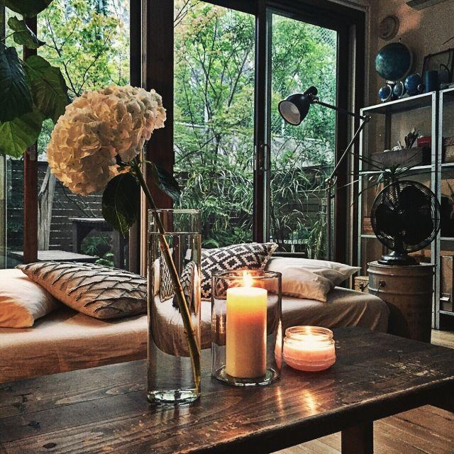yururi-8239223さんの、花,花のある暮らし,扇風機,ドラム缶,地球儀,IKEA,クッション,ニトリのクッションカバー,NO GREEN NO LIFE,関西好きやねん会,DIY机,紫陽花,花瓶,キャンドル,フロアライト,机,のお部屋写真