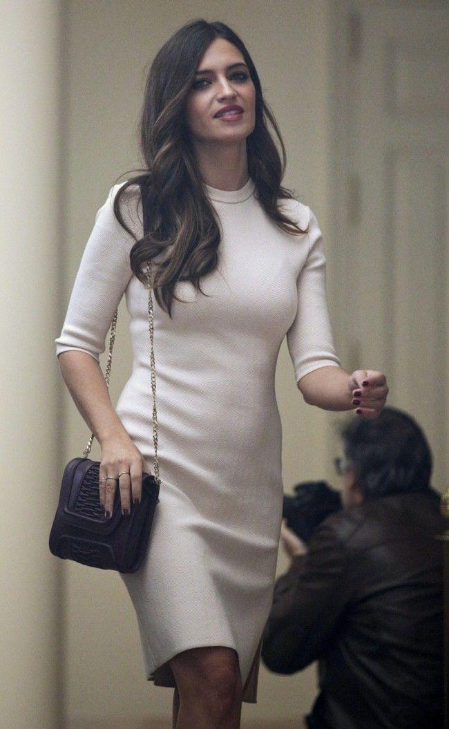 Sara Carbonero y su look a lo Reina Letizia
